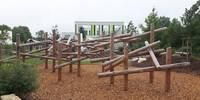 Spielplatz - Rutschen und Klettern am Olympischen Weg
