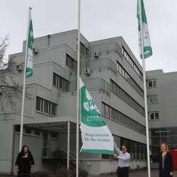 Fahne hissen gegen Atomwaffen