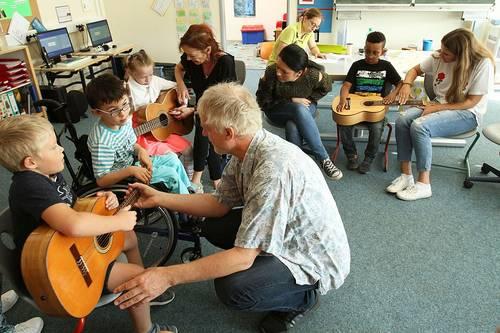 PM_2018_09_27_Instrumente in Erich-Kaestner-Schule vorgestellt