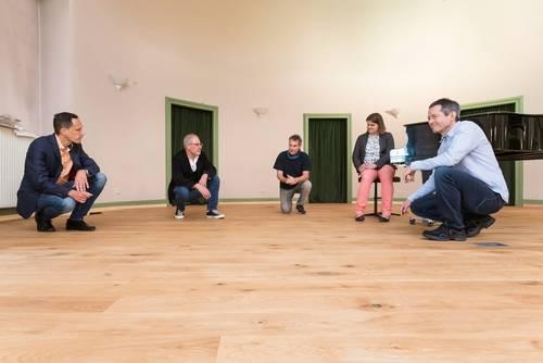 Neuer Bühnenboden Petrusgemeinde