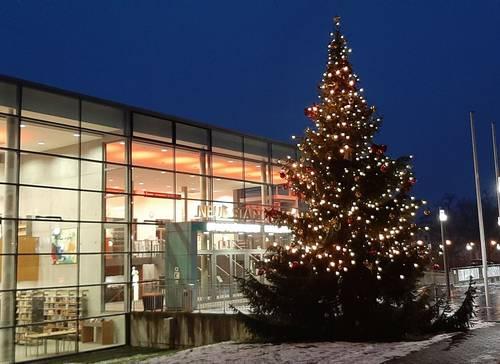 Weihnachtsbaum Stadthalle