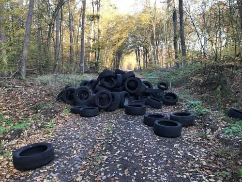 Illegale Abfallentsorgung Reifen